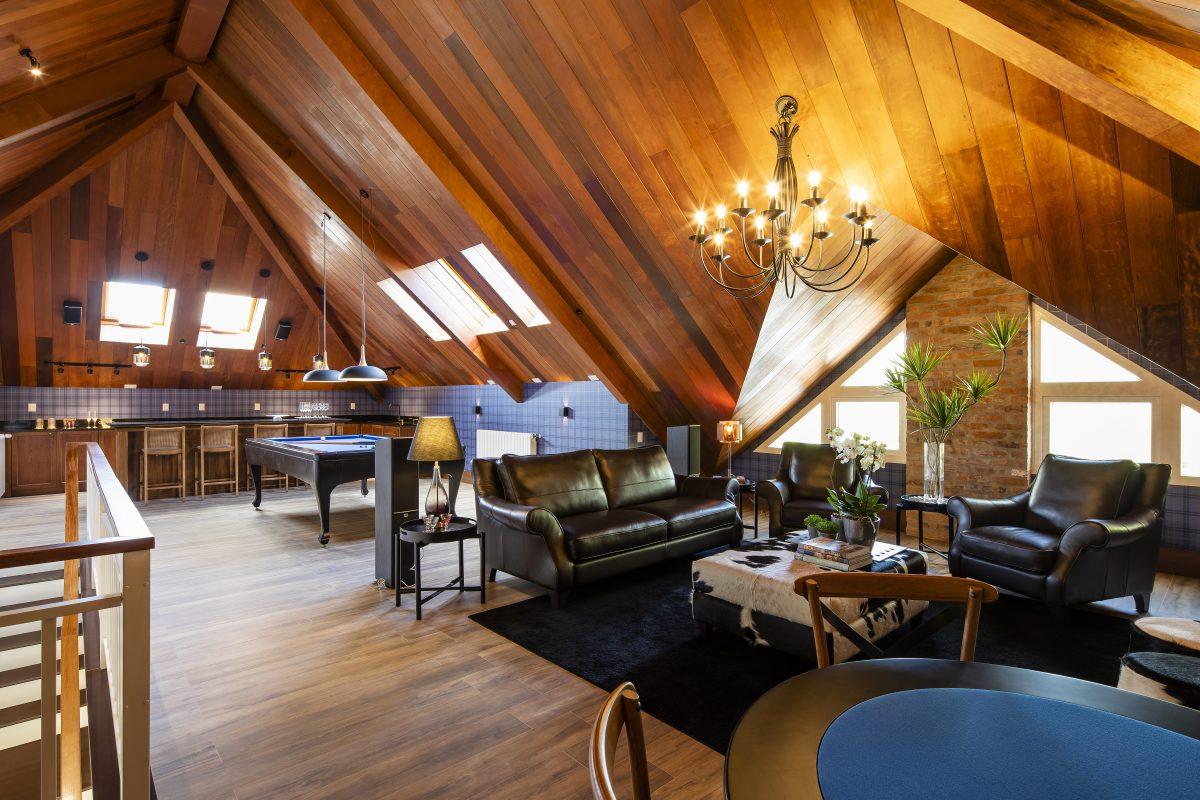 Aproveitamento de sótão como sala de jogos, publicado na edição 2019 do Anuário ARQ pelo escritório Arquitetura Contemporânea.
